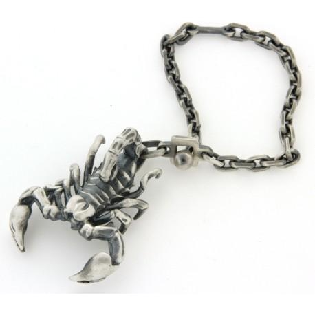 Porte clés argent massif vieilli scorpion